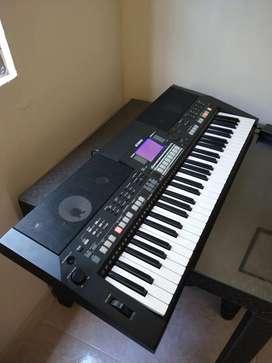 Piano, teclado, organeta Yamaha PSR S-550