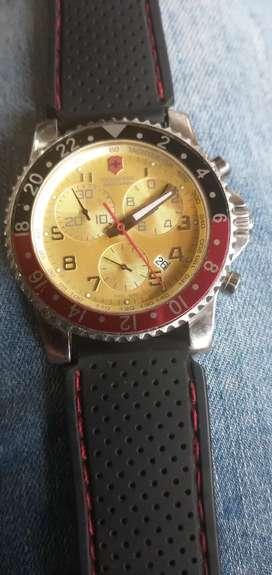 Bello reloj Victorinox original