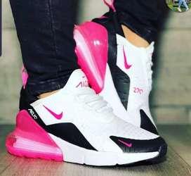 Vendo yeezy 700 negra y nike air 270 blanca con rosado