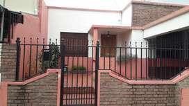 DUEÑO VENDE CASA, zona Ayacucho y Almafuerte. Sin intermediarios ni comisión. Escritura inmediata. Apta crédito