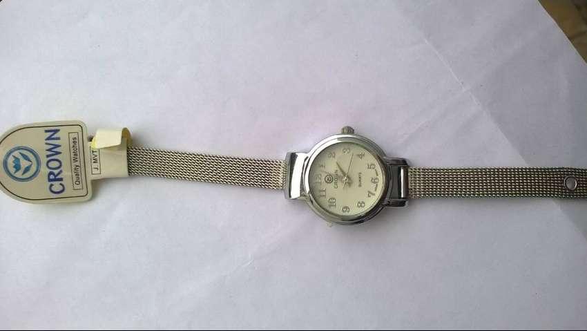 Reloj Crown Para Damas Malla Metal Entrelazado 0
