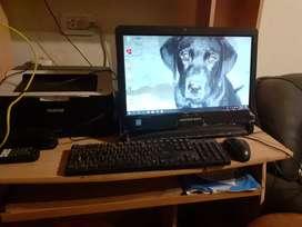 Monitor con pc integrada teclado y mouse BGH