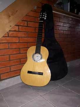 Vendo guitarra de estudio + funda