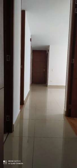 Vendo Apartamento en Hayuelos de la Sabana. Carrera 81B # 17-90.