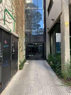 Alquiler cochera cubierta - Dorrego entre Jujuy y Brown