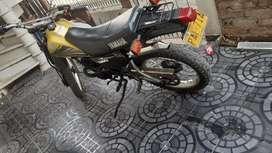 Vendo moto barata
