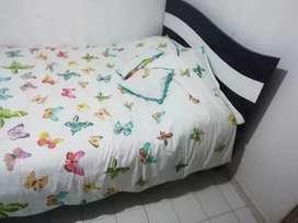 Vendo hermosa cama con colchón semi ordopedico