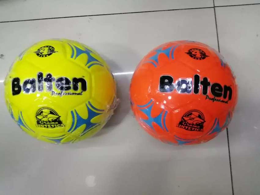 Balón #4 62-64 cancha grama sintética Balten 0