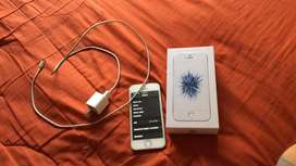 Se vende iphone SE 32 GB 2 meses de garantia