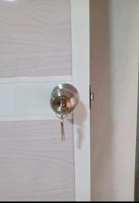 Puerta en aluminio nueva