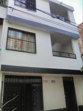 Se vende casa de tres pisos con placa o por apartamentos