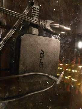 Cargador Asus original de 19 voltios a 4 .74 amperios computador