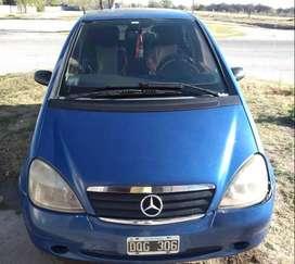 Mercedes clase A mejorada. Sensor estacionamiento con camara en espejo. Titular. Levantavidrios delanteros.