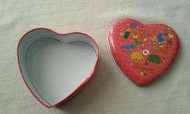 Caja de lata corazón