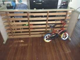 Cama de 1 plaza y bici de nene