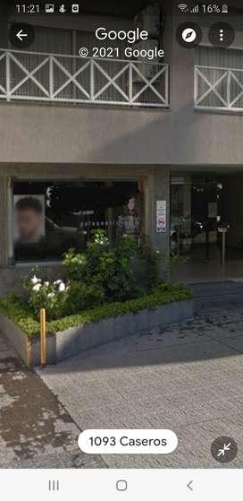 Dueño vende local céntrico.