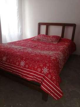 Se vende cama de madera de cedro  1. 40 sin colchón
