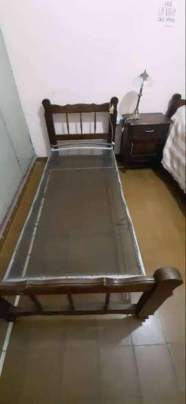 Dos camas de 1 plaza mas mesita de luz. Estilo Provenzal