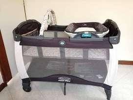 Cuna (pack & play - marca Graco) incluye colchón y silla vibradora (Fisher Price)