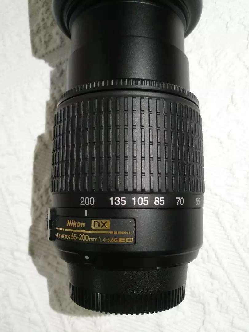 Objetivo 55-200 mm con su funda.NIKON 0