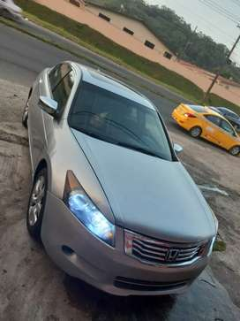 Honda accord 2008 full, interior en lather negro,,197 km lo vendo por motivo de viaje,,, 4700 negociable en buen estado
