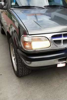 Vendo o permuto ford explorer