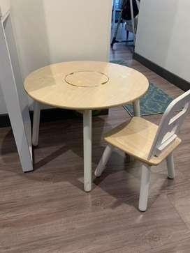 Mesa redonda y silla marca Kidkraft