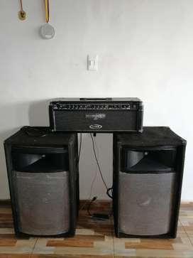 Sonido amplificador marca Behringer como nuevo perfecto estado, para conciertos o ensayos.