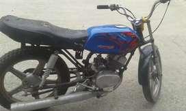 Vendo moto yamaha rs esta activa casi no la uso