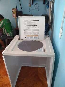 Se venda gabinete de lavadora Whirlpool americano  68x89