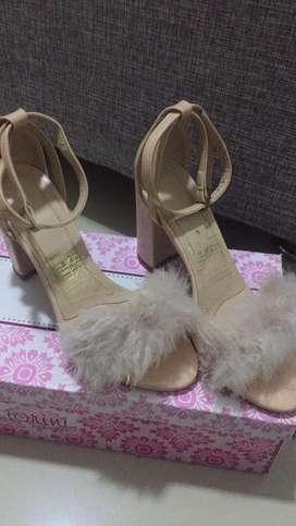 Zapatos de plumas