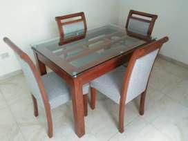 Comedor, 4 sillas,. mesa de vidrio
