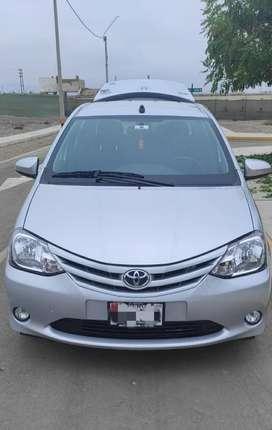 Toyota Etios Sedan Plateado