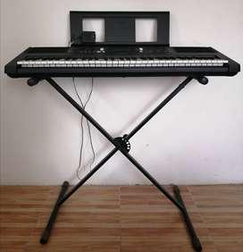 Piano Yamaha E363