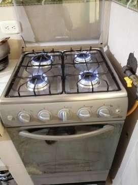 Estufa cuatro puestos con horno