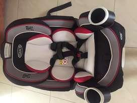 Asiento de Auto para bebe marca Graco