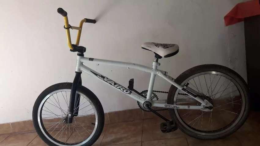 Bicicleta bmx para salto, incluye camaras y cubiertas de repuesto 0