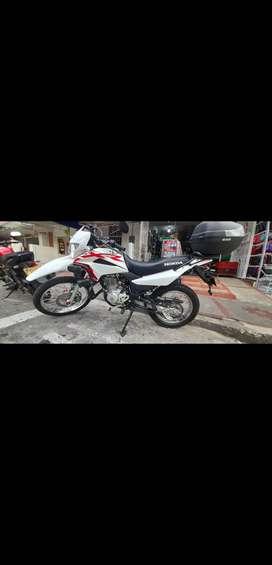 Vendo moto honda 7 meses de uso con todos los accesorios