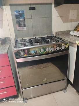 Cocina Indurama 6 hornillas como nueva!!!