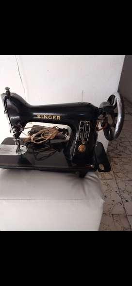 Vendo maquina de coser familiar singer