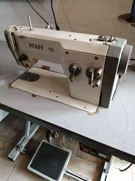 Maquina bordadora marca PFAFF