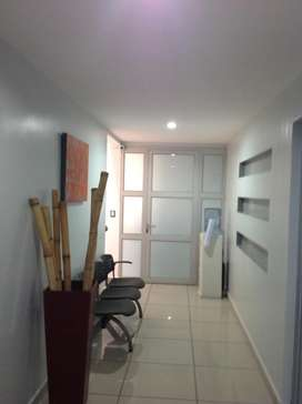 Local 140 m2 en colonia Escalon.