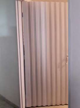 Vendo puerta metalica completa con marco y chapa medidas 2mt x 85 cmt