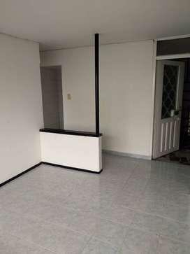 Vendo Apt 2do piso, 2 habitaciones, sala comedor, 1 baño, patio, cocina y hall, servicios independientes