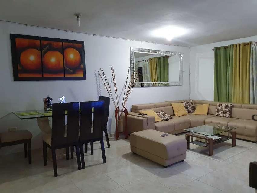 Se vende casa de 4 pisos en San Luis 2