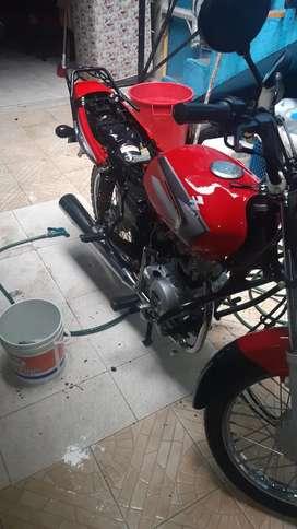 Vendo moto bóxer papeles al día en excelente estado de motor y pintura