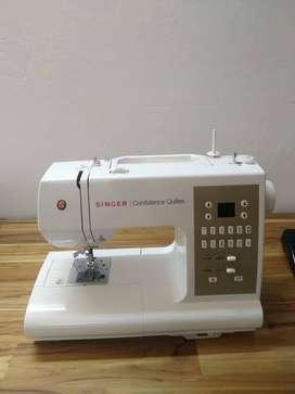 GANGAZO,  COMO  NUEVA ,PARA ACOLCHADOS,Máquina de coser SINGER CONFIDENCE QUILTER , Modelo7469q