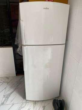 Vendo frigider marca mabe