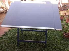 Mesa de dibujo, hecha artesanalmente. Estudiantes de arq.