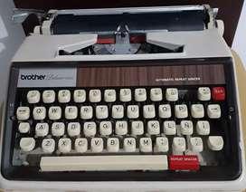 Vendo máquina de escribir Brother Deluxe 1350 en buen estado.